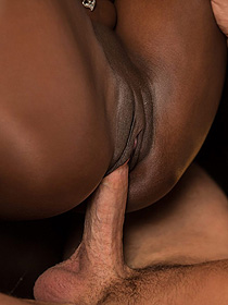 Ebony Babe Gets Nailed